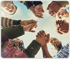 Personas celebrando la paz